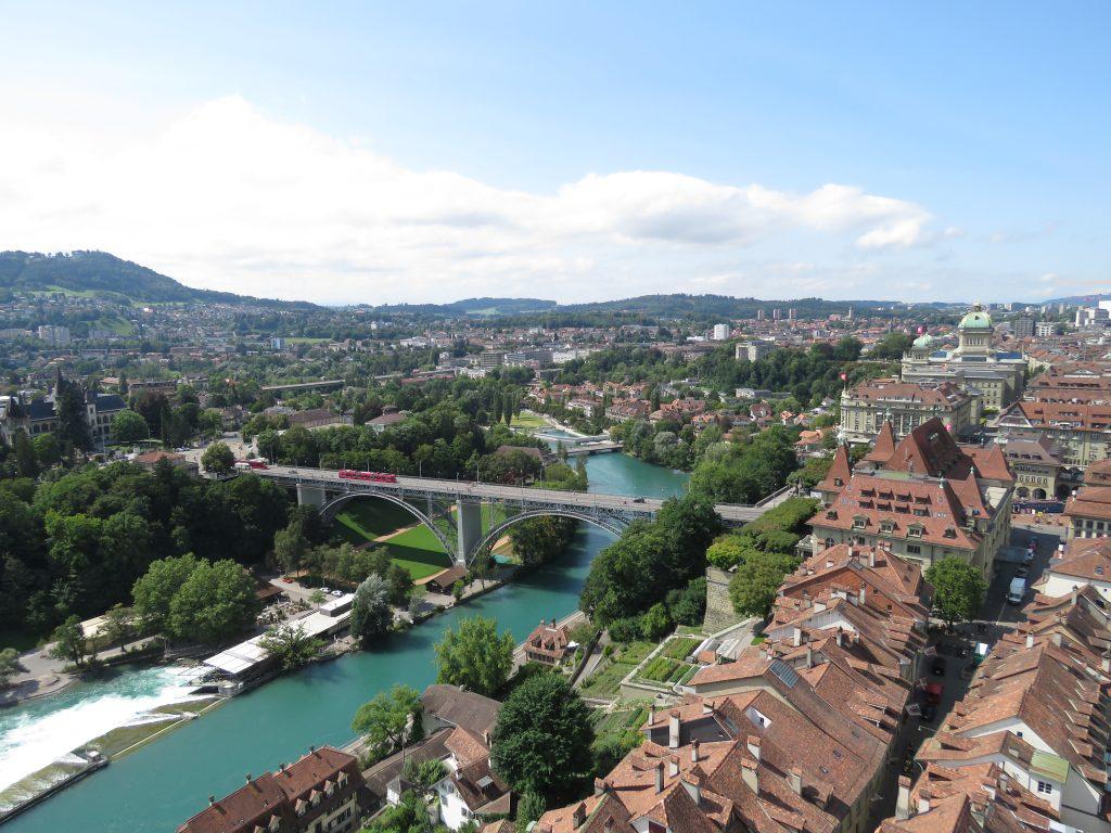 Widok na Berno z wieży Katedry Św. Wincentego w Bernie