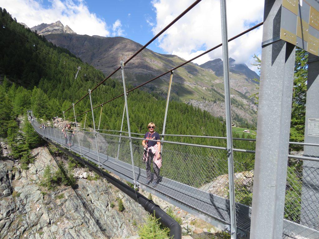 Most linowy nieopodal stacji przesiadkowej Furi